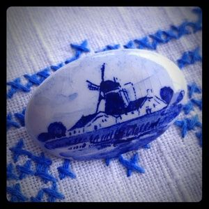 Delft blue windmill vintage pin